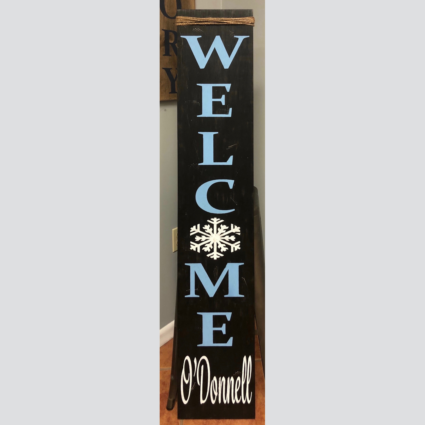 Welcome with a Snowflake DIY Wood Sign Project